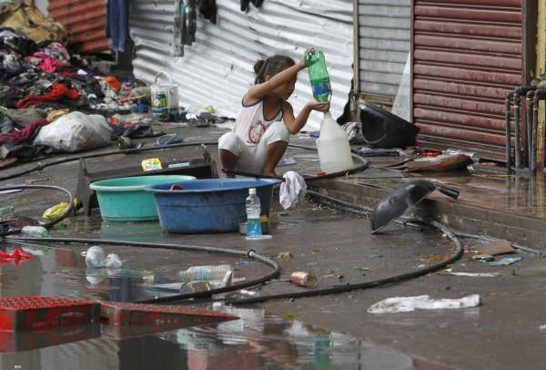 131112-supertyphoon-haiyan-philippines-tacloban-015