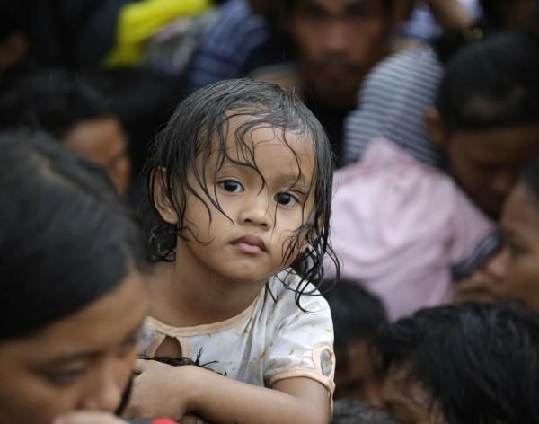 131112-supertyphoon-haiyan-philippines-tacloban-020
