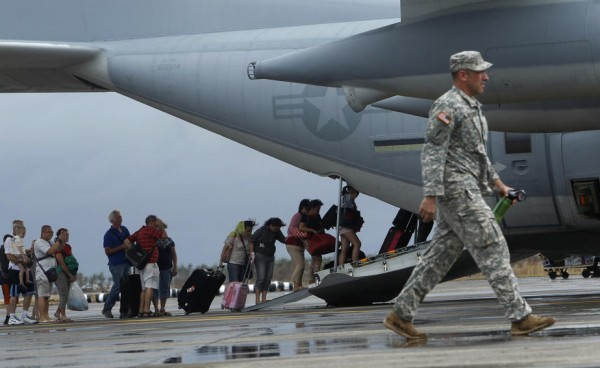 131112-us-c130-in-philippines-tacloban-01