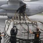Hàng cứu trợ quốc tế đang kìn kìn đổ tới Philippines