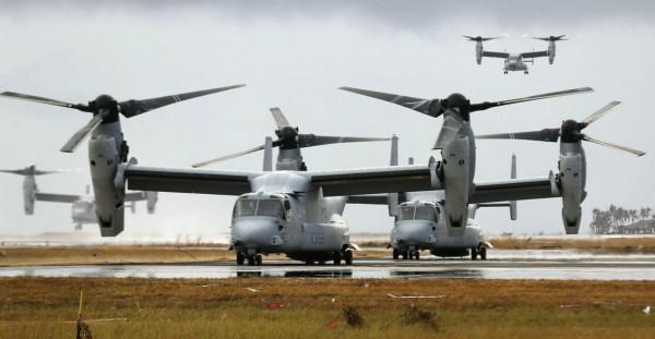 131114-supertyphoon-haiyan-philippines-tacloban-us-ospreys-plane-001