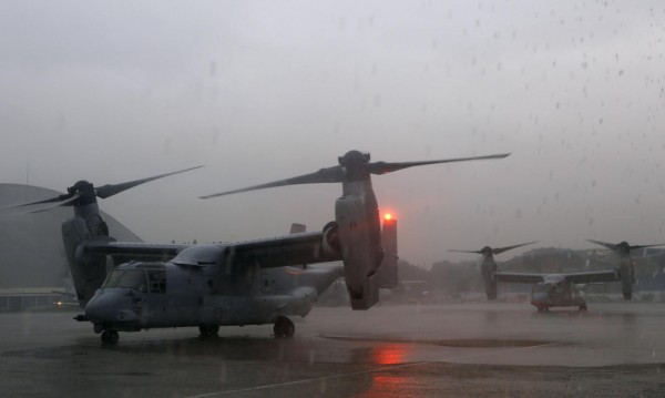 131114-supertyphoon-haiyan-philippines-tacloban-us-ospreys-plane-003
