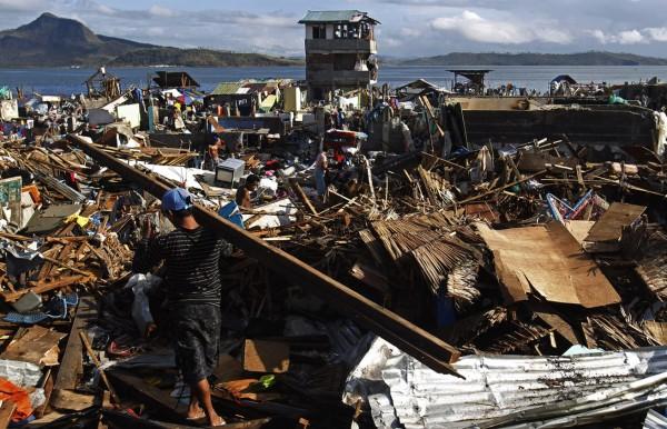 131116-philippines-typhoon-haiyan-tacloban-01