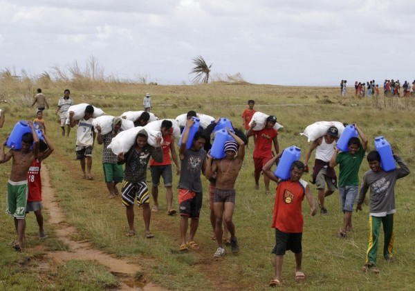 131116-philippines-typhoonhaiyan-manicani-island-samar-01