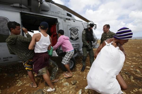 131116-philippines-typhoonhaiyan-manicani-island-samar-02