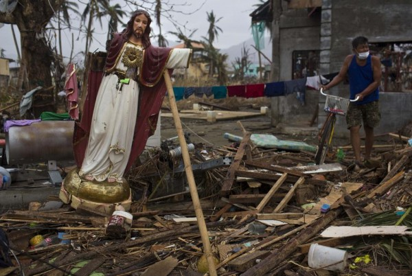 131116-philippines-typhoonhaiyan-tacloban-006