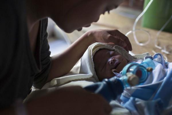 131116-philippines-typhoonhaiyan-tacloban-chapel-newborns-03