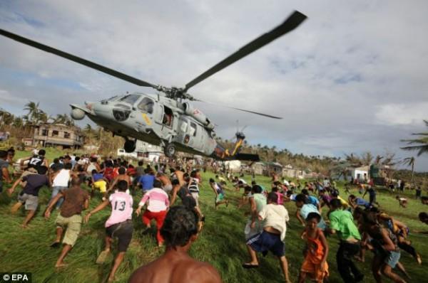 131117-philippines-typhoonhaiyan-tacloban-aid-011