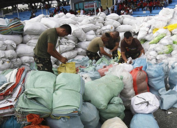 131119-philippines-typhoon-haiyan-aid-00
