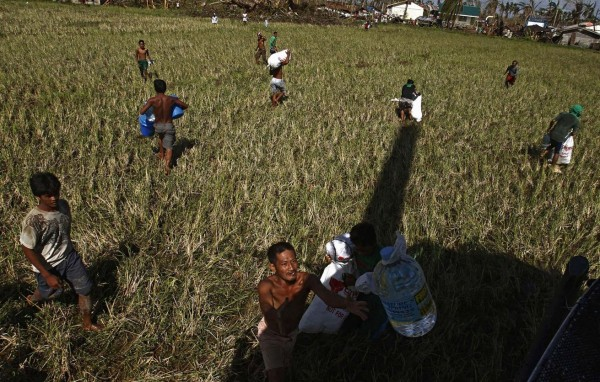 131119-philippines-typhoon-haiyan-aid-us-03