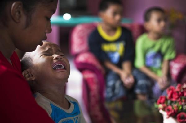 131121-philippines-typhoon-haiyan-tacloban-shylyny-orphans-03
