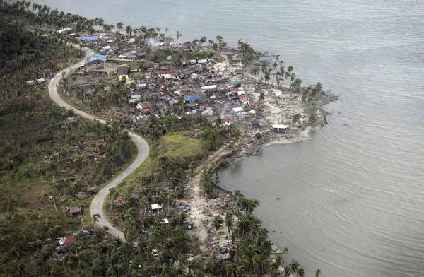 131114-supertyphoon-haiyan-philippines-hernani-samar-001