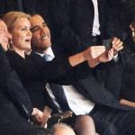 """1 tổng thống và 2 thủ tướng chụp ảnh """"tự sướng"""" trong lễ truy điệu ông Mandela"""