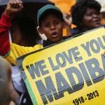 """""""Người khổng lồ của lịch sử"""" Mandela được cả thế giới vinh danh"""