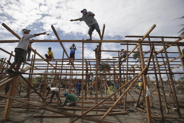 philippines-typhoon-haiyan-tacloban-131207-01