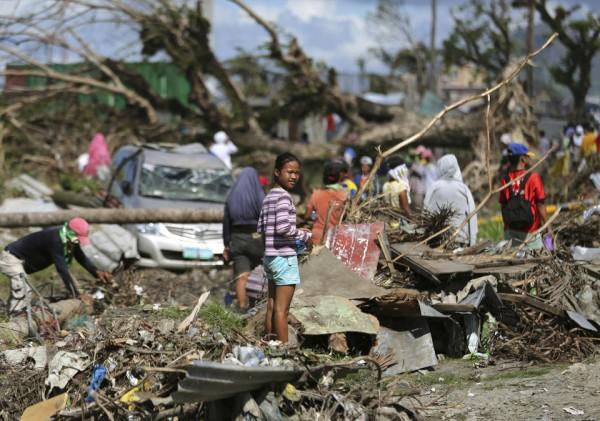 philippines-typhoon-haiyan-tacloban-131208-01