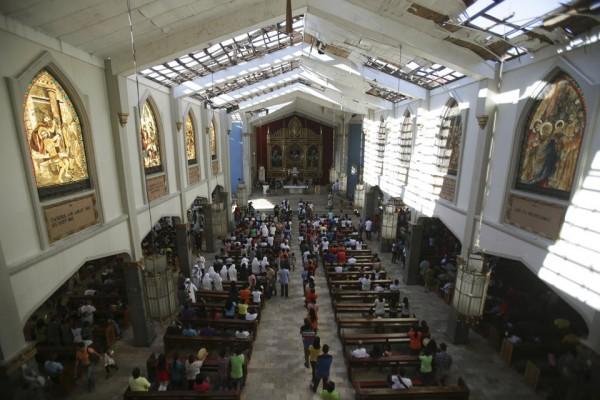 philippines-typhoon-haiyan-tacloban-santo-nino-church-131208-02