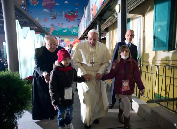 vatican-pope-francis-pediatric-hospital-rome-131221