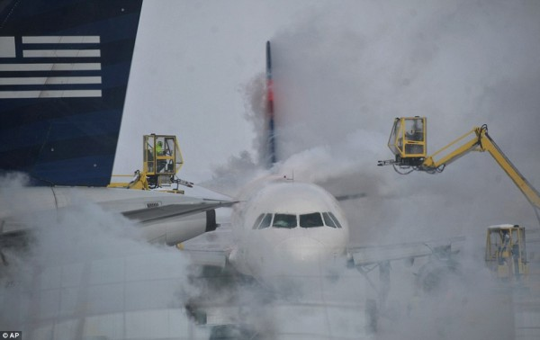 140106-us-cold-indianapolis-airport-indiana
