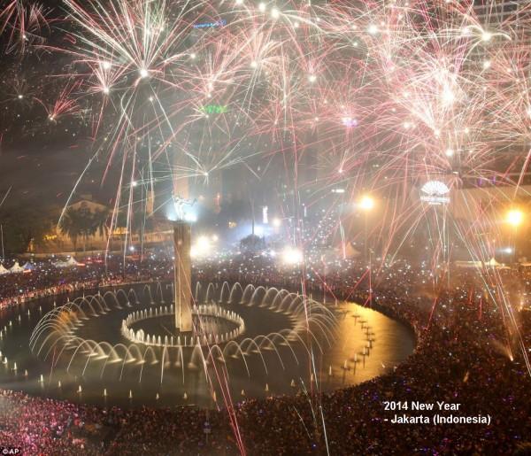 2014-new-year-fireworks-jakarta