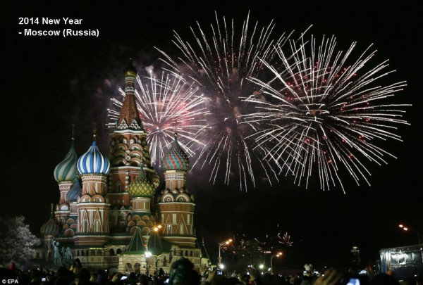 2014-new-year-fireworks-moscow-red-square