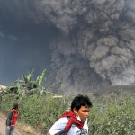 Núi lửa phun trở lại ở Indonesia