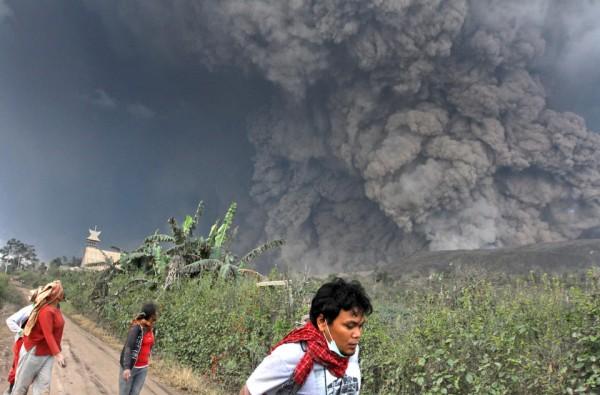 140201-indonesia-volcano-01
