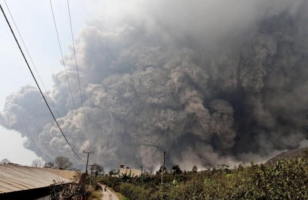 140201-indonesia-volcano-02