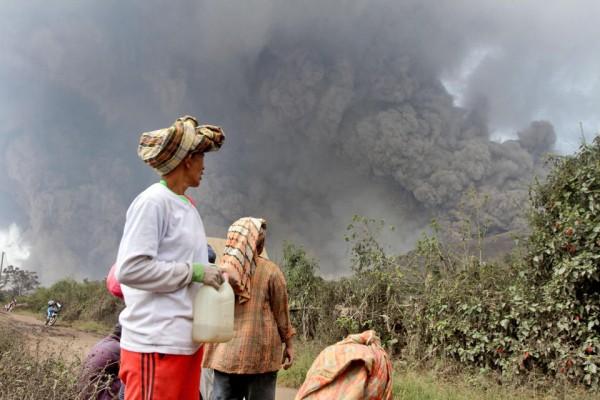 140201-indonesia-volcano-03