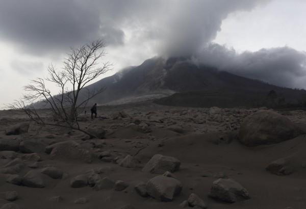 140201-indonesia-volcano-07
