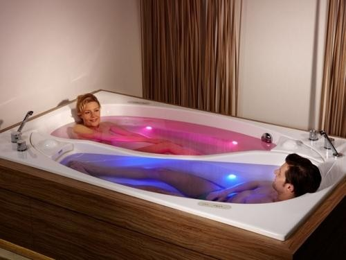 yin-yang-couple-bath