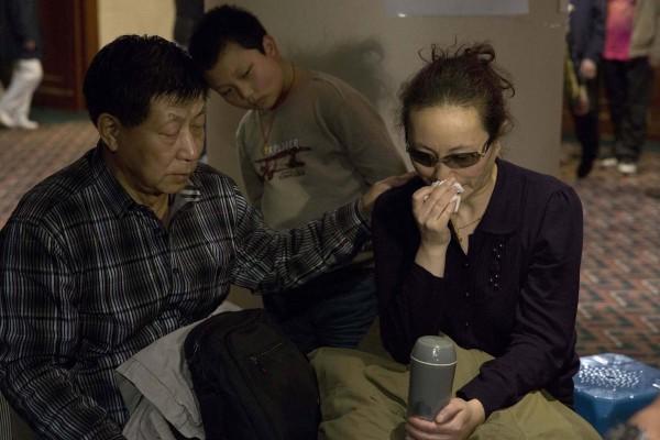 140315-mh370-beijing-family