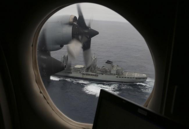 140322-australia-hmas-success-ap3c-orion-search-mh370-indianocean