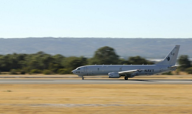 140412-mh370-us-p8-perth-01