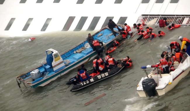 140416-skorea-sunken ferry-31