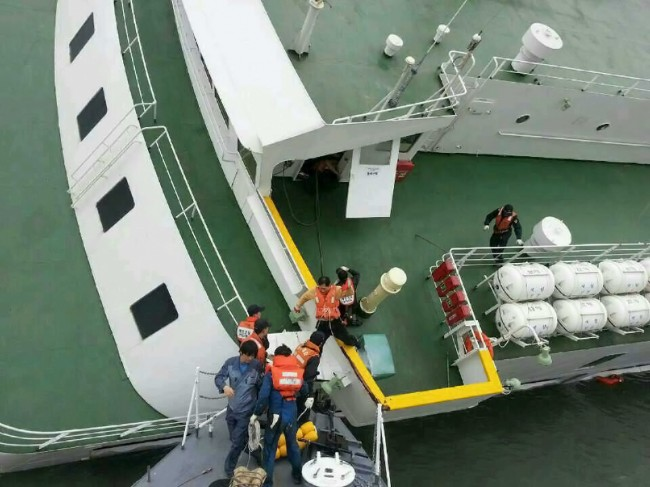 140416-skorea-sunken ferry-36