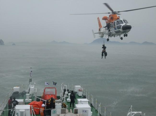 140416-skorea-sunken ferry-38