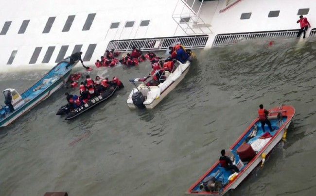 140416-skorea-sunken ferry-39