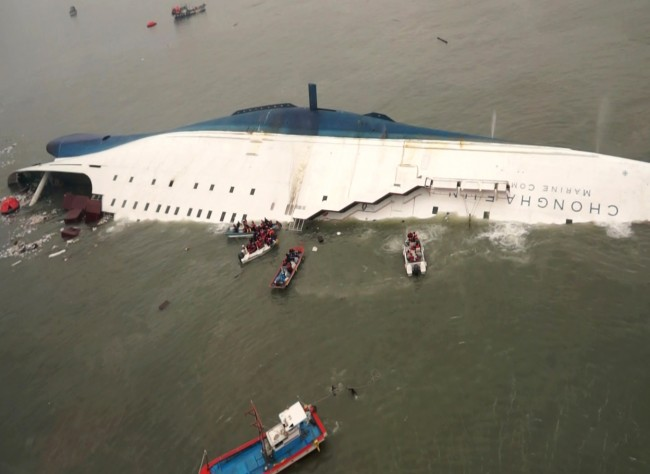 140416-skorea-sunken ferry-40