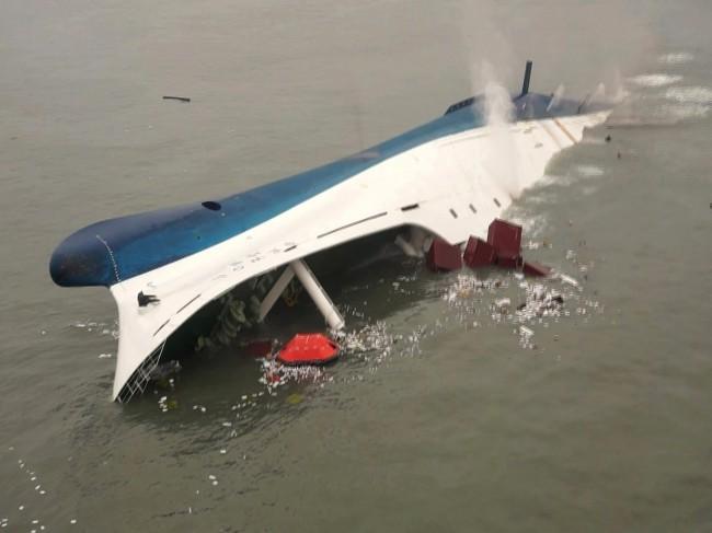 140416-skorea-sunken ferry-41