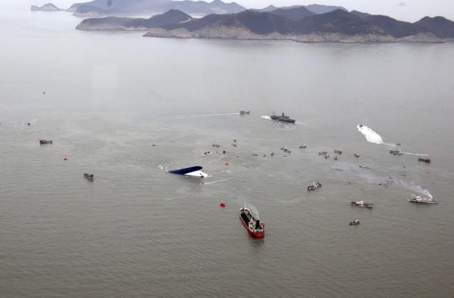 140416-skorea-sunken ferry-42