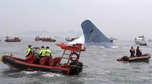 140416-skorea-sunken ferry-43