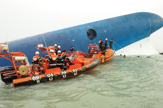 140416-skorea-sunken ferry-44
