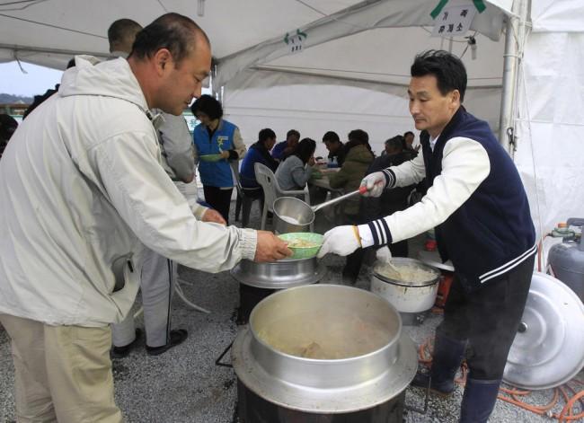 140426-korea-sewol-ferry-volunteers-jindo-03