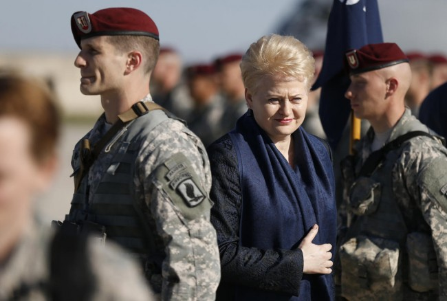 140426-us-army-come-lithuania-06-lithuania-president-dalia