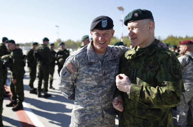 140426-us-army-come-lithuania-08-lithuania-defence-chief-pocius-us-chief-longo