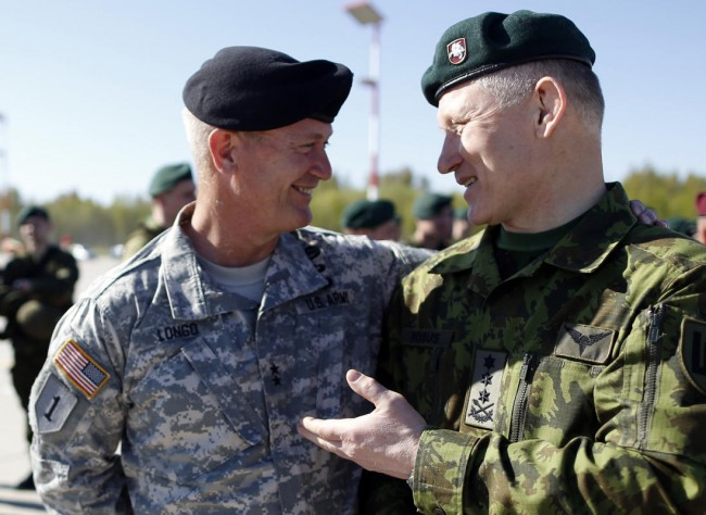 140426-us-army-come-lithuania-09-lithuania-defence-chief-pocius-us-chief-longo
