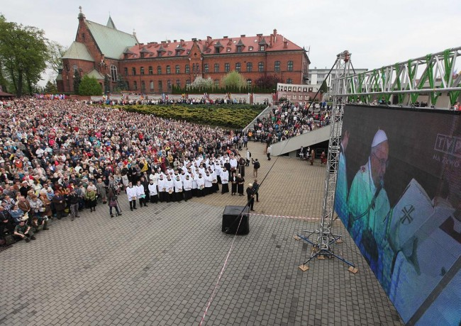 140427-2popes-canonized-saints-19-krakow-poland
