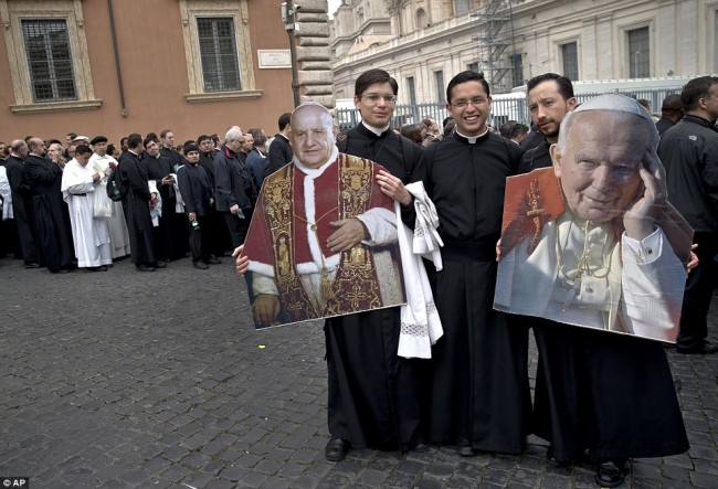 140427-2popes-canonized-saints-23