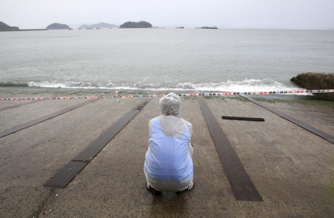 140427-korea-sewol-ferry-families-jindo-03